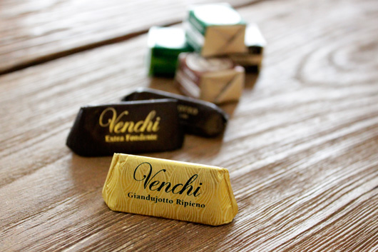 チョコレートの街 イタリア トリノの名門ショコラティエ「ヴェンチ」のチョコレート ジャンドゥーヤ
