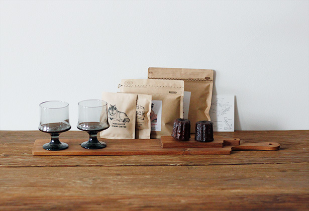 グラスとカッティングボート、コーヒー