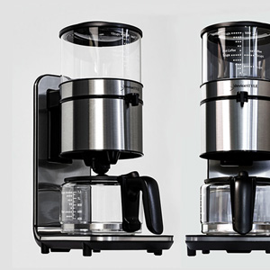 deviceSTYLE(デバイスタイル)より、ハンドドリップの味を追求したコーヒーメーカー『Brunopasso PCA-10X』が登場!水タンクが上についてる。