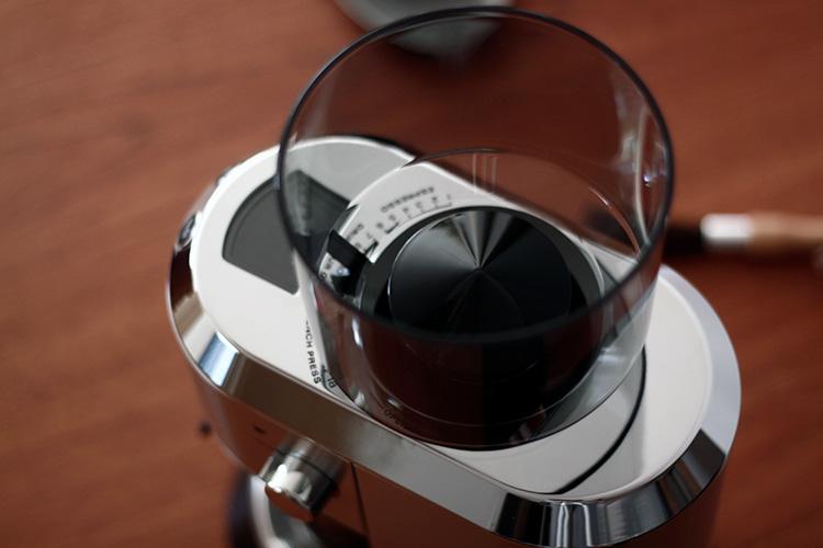 DeLonghi(デロンギ)デディカ コーン式コーヒーグラインダー ホッパー