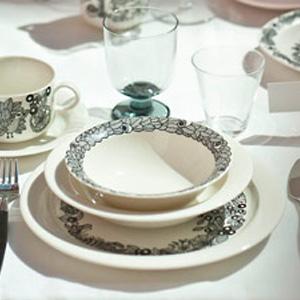 ARABIA(アラビア)の新シリーズ「ピーロパイッカ」のテーブルウェア