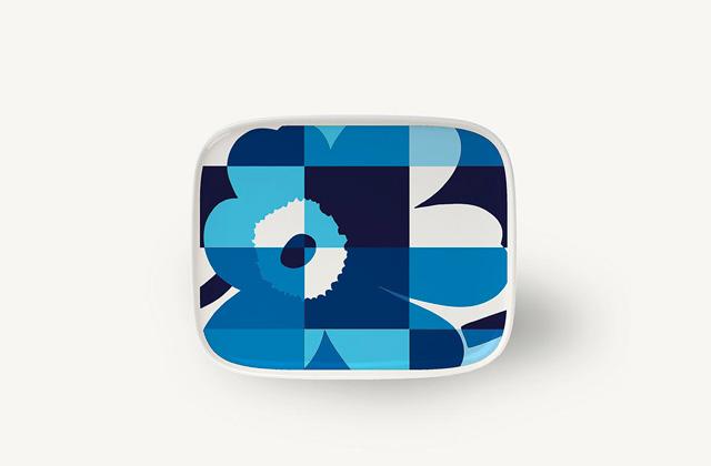 マリメッコのRuutu-Unikko(ルーツウニッコ)ブルー&ホワイト プレート