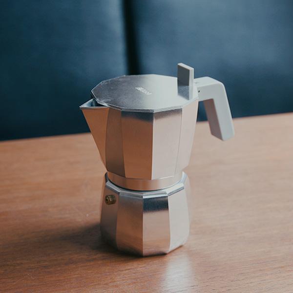 ALESSI(アレッシィ)のMOKAエスプレッソコーヒーメーカー【レビュー】 デザインかわいくてお気に入り。