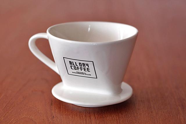 ALL DAY COFFEEの別注ドリッパーとエコバッグ使ってみました!4周年記念の限定コーヒー豆に、ショルダートートの新色も登場してます。