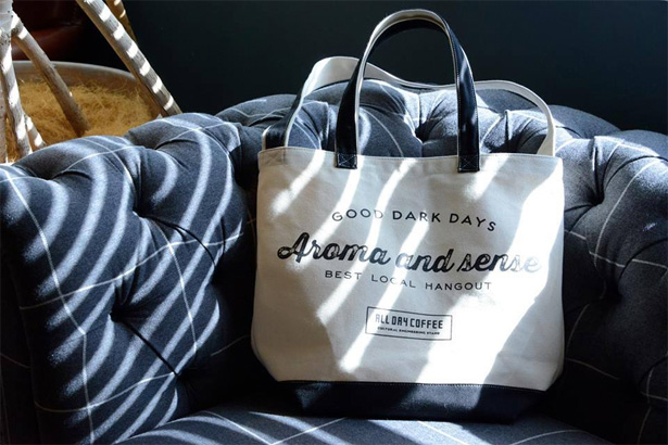 『ALL DAY COFFEE』トートバッグなどのオリジナルグッズが、通販可能に!