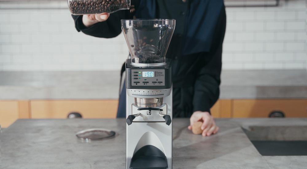 BARATZA バラッツァ コーヒーグラインダー コーヒー豆を入れる