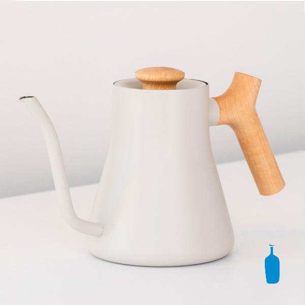 ブルーボトルコーヒー × FELLOW(フェロー)限定モデル『スタッグ ミニ ポア オーバー ケトル』、好みです。