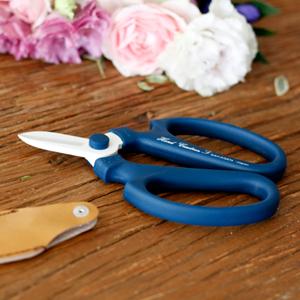 最近、買った坂源の花鋏がものすごくお気に入り。