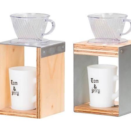TRUNK COFFEEから、BOB ドリップスタンドが発売されてます。