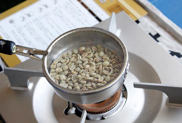 フェリシモの『本格珈琲焙煎生豆キット』色が変わってきました。