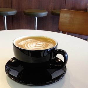 薬院のカフェ「REC COFFEE」のカフェラテ