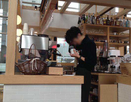 渡辺通り沿い 桜十字メディカルスクエア病院1階にあるカフェ・ダイナー「rejoyce」