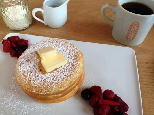 桜十字メディカルスクエア病院1階にあるカフェ・ダイナー「rejoyce」パンケーキ
