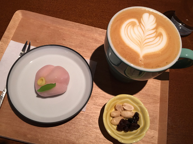 福岡・平尾にあるエトーワールコーヒーでカフェラテと和菓子を