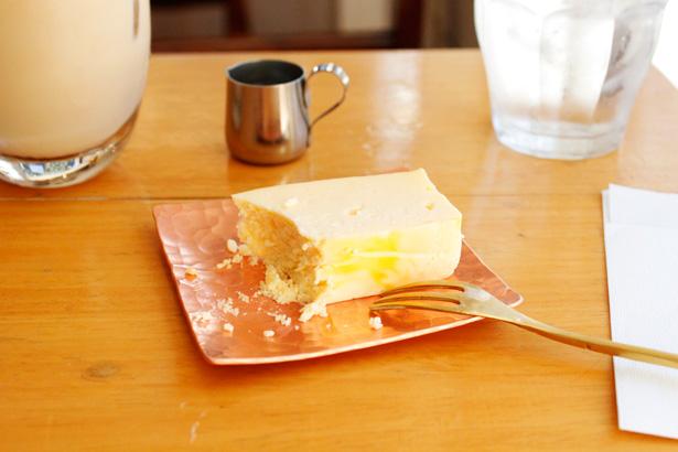 お取り寄せもできるチーズケーキがおいしいカフェ『abeki』で、チーズケーキとアイスカフェ・オ・レを。