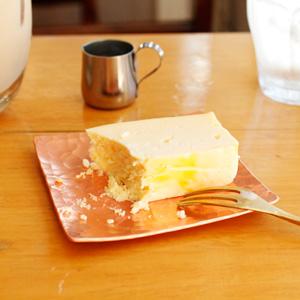 お取り寄せもできるチーズケーキがおいしいカフェ『abeki』で、チーズケーキとカフェ・オ・レを。