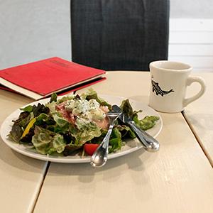 SHIROUZU COFFEE ROASTERで生ハムとアボカドのパンケーキランチ、大満足。