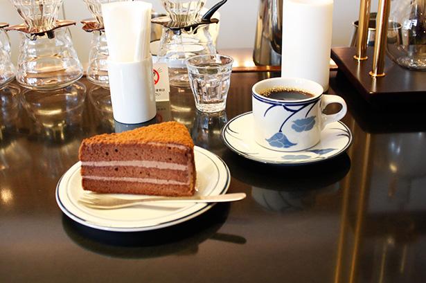 ツバクロコーヒーでチョコレートケーキとコーヒーを。