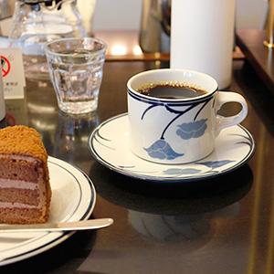 福岡・高宮にあるツバクロコーヒーでチョコレートケーキとコーヒーを。