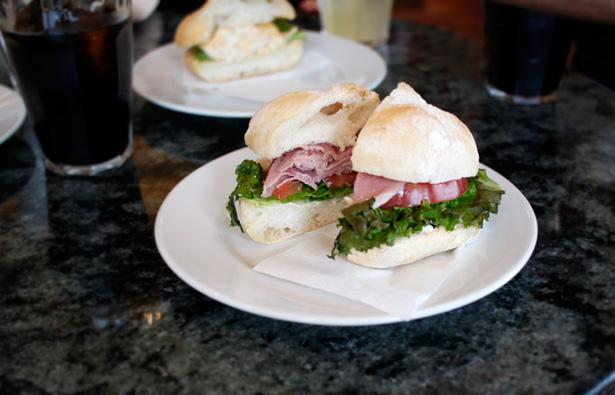 福岡・大濠にあるイタリアパン屋さん LA SPIGA(ラ・スピガ)で、サンドイッチとキッシュをイートイン。