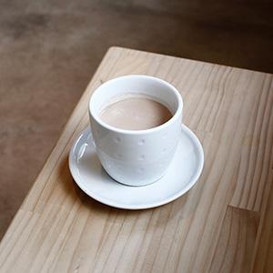 2016年移転オープンしたMANLY COFFEE(マンリーコーヒー)でプラナチャイを。