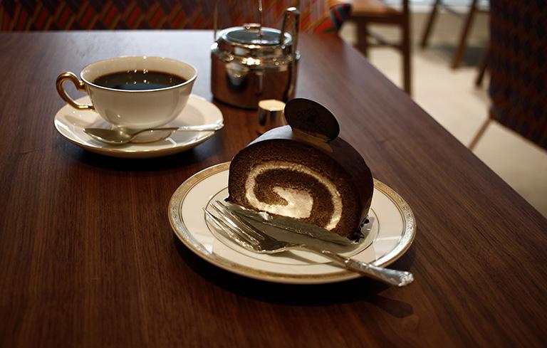 丸福珈琲店 コーヒーロールケーキ