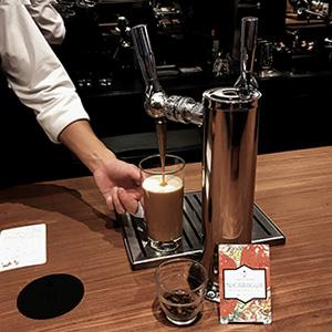 GINZA SIXのスタバで、『ナイトロ コールドブリュー コーヒー』を。