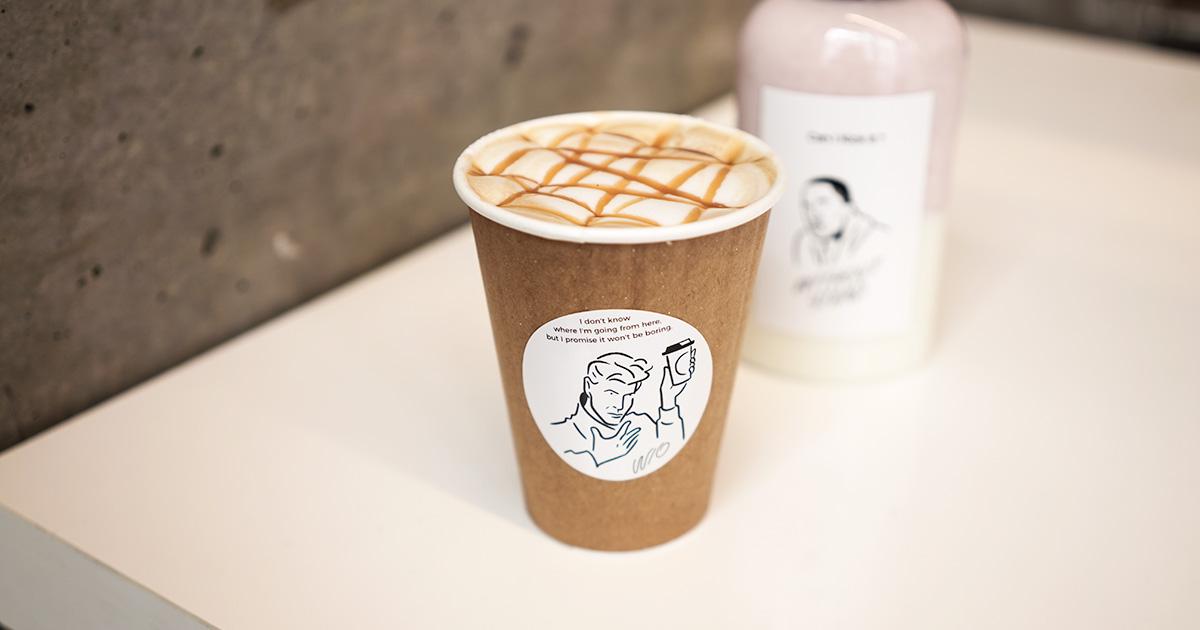 2018年10月オープン、W/O STAND FUKUOKAで、  キャラメルラテと苺ミルク。