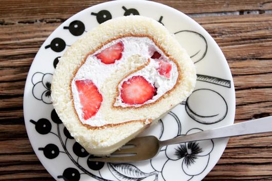 千疋屋のいちごロールケーキ