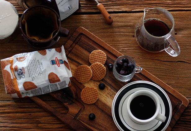コーヒーとワッフル、ブルーベリー