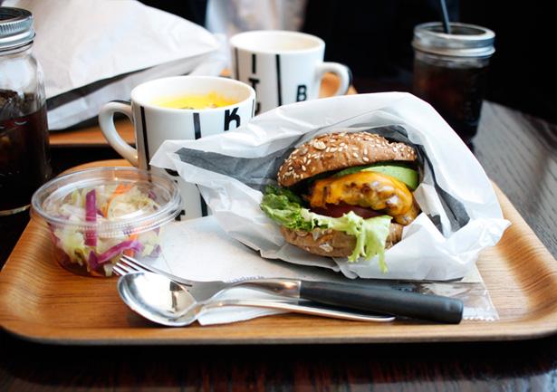 THE CITY BAKERY BAR & BURGER RUBIN(福岡)のハンバーガーの肉々しさったらない!