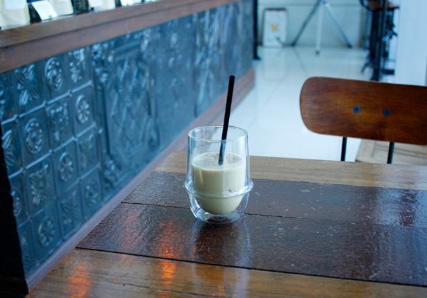 BASKING COFFEEで、アイス・カフェラテとカプチーノ。