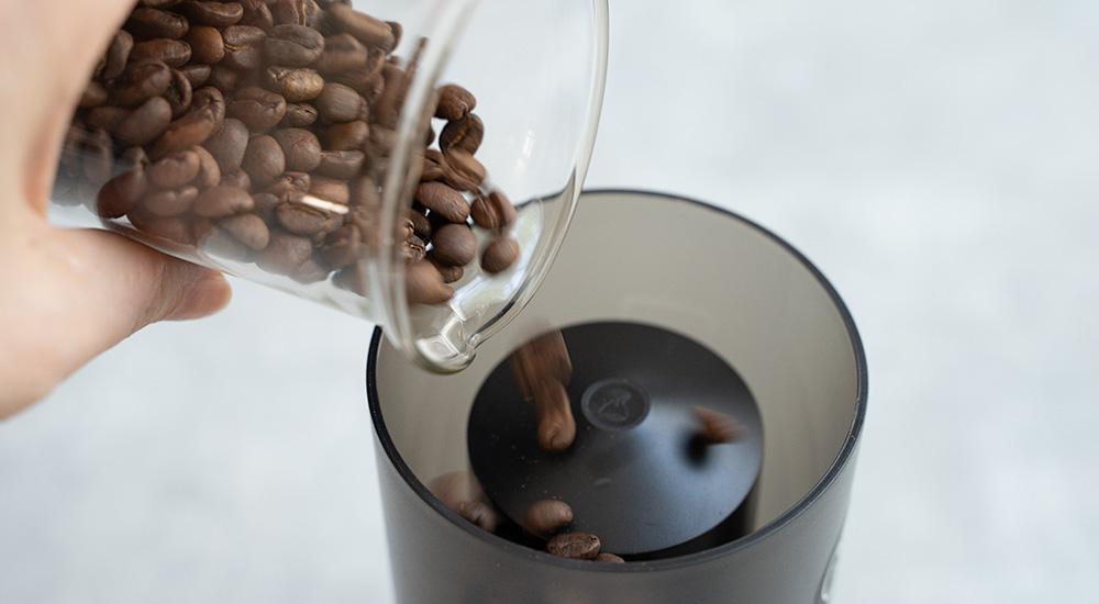 Timemore Grinder GO コーヒー豆を入れる
