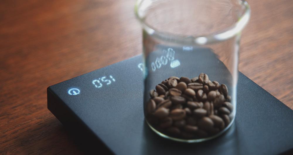 コーヒー豆の量をドリップスケールで量る