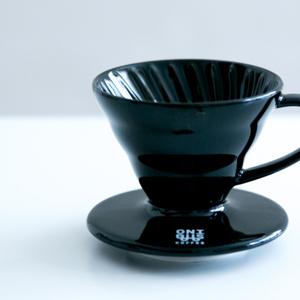 ハリオ V60透過ドリッパー、ONIBUS COFFEE(オニバスコーヒー)別注カラーはブラック
