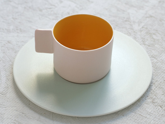 1616 / Arita Japan(イチロクイチロク アリタジャパン)カラーポーセリンのコーヒーカップ&ソーサー ピンク