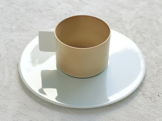 1616 / Arita Japan(イチロクイチロク アリタジャパン)カラーポーセリンのコーヒーカップ&ソーサー ブラウン