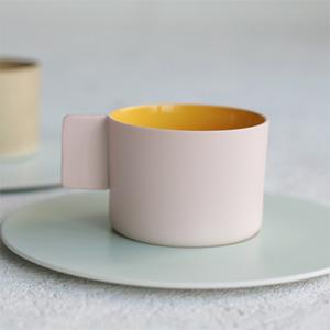 1616 / Arita Japan  カラーポーセリンのコーヒーカップ&ソーサー