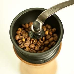 手挽きコーヒーミルの選ぶポイントと、おすすめ・比較!