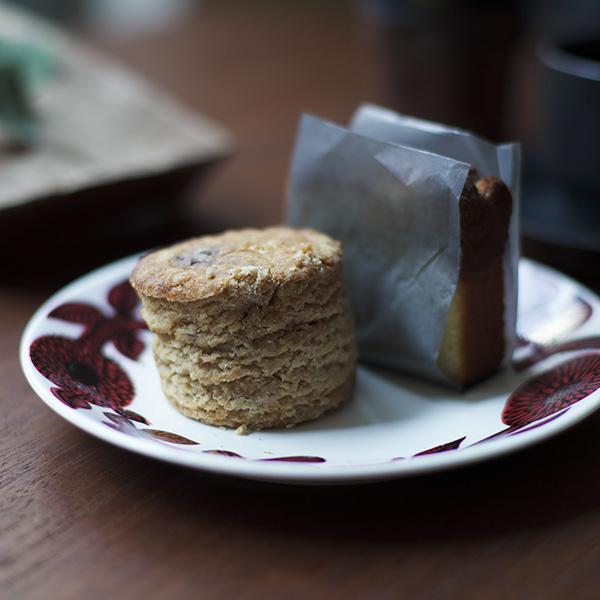 福岡のカフェ『MUME』のスコーンとレモンケーキ