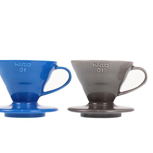 ILCANA/イルカナ × HARIO/ハリオのセラミックドリッパー、 ブルーとダークグレーに1-2杯用の01サイズが登場してます。