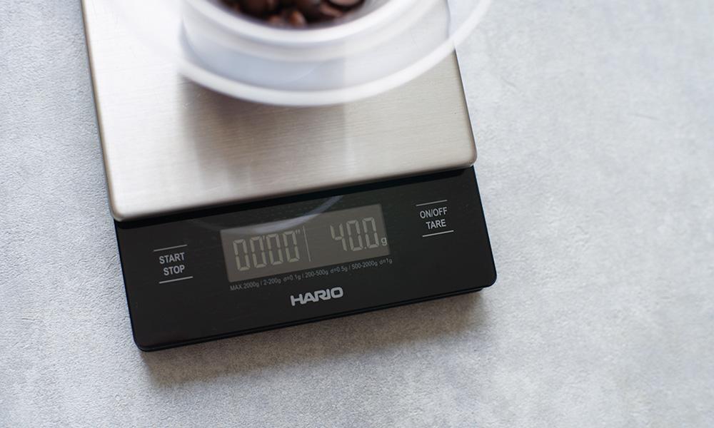 iwaki(イワキ)ウォータードリップコーヒーサーバー コーヒー豆をはかる