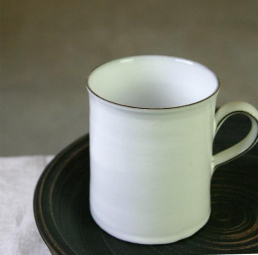 Jonas Lindholm(ヨナス・リンドホルム)ホワイトラインのマグカップ