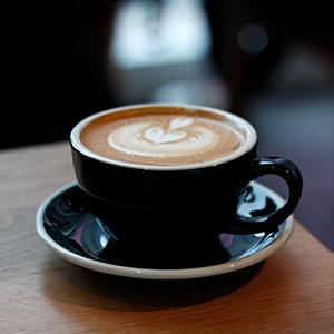カフェでよく見かける、LOVERAMICSのカップ&ソーサー