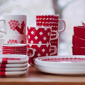 マリメッコのOivaテーブルウェアシリーズに続々と『赤』が登場!ホリデーシーズンに。