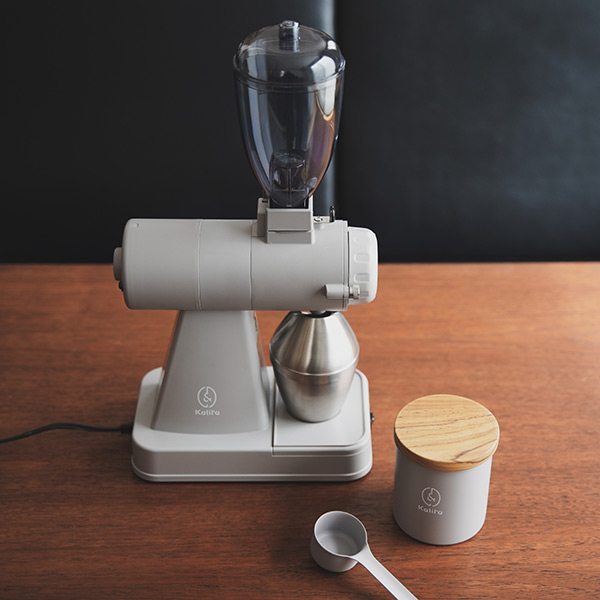 カリタのコーヒーグラインダー【NEXTG】 に  北海道限定グレーが登場してる!すごくおしゃれ。