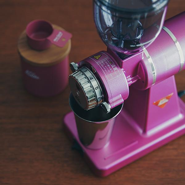 カリタのコーヒーミル【ナイスカットG】、  限定色のローズレッドMが登場してる。