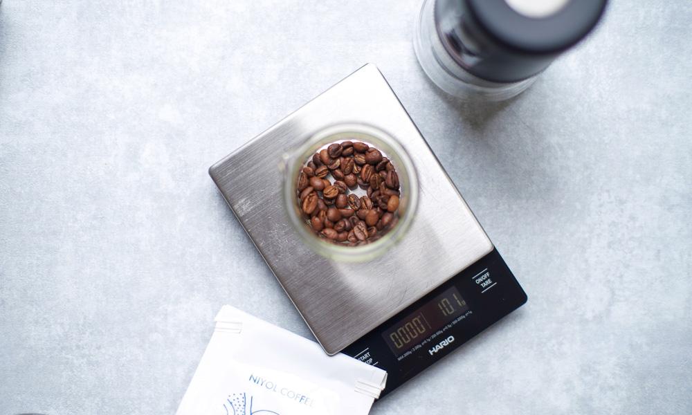 コーヒー豆をはかる