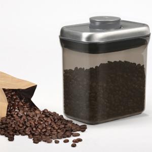 光も遮断してくれるのに中が見える、OXO(オクソー)のコーヒー&ティーポップコンテナ