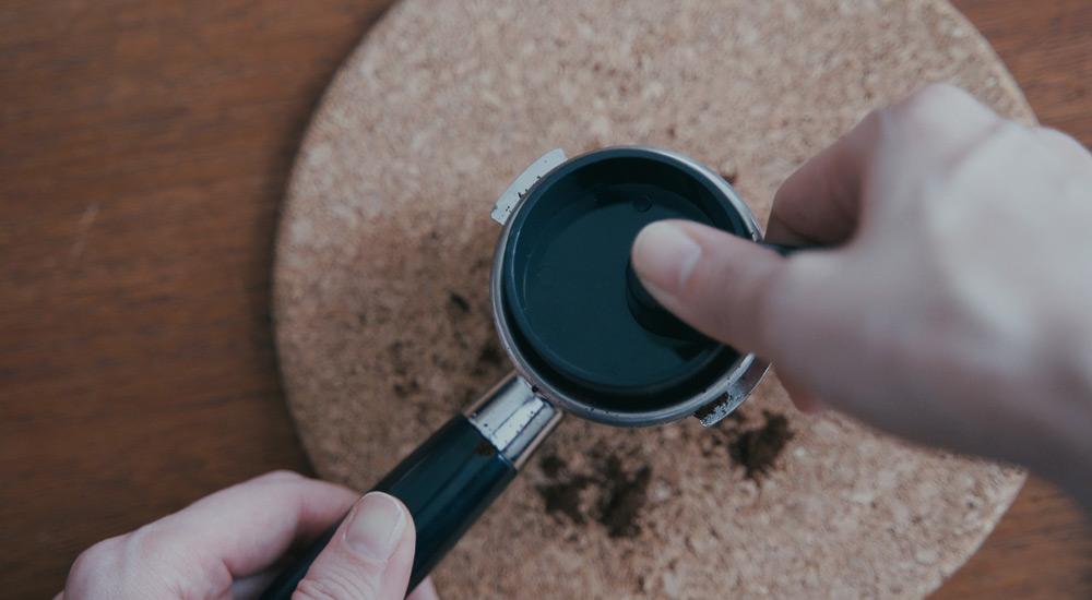 ROK EspressoGC タンピング